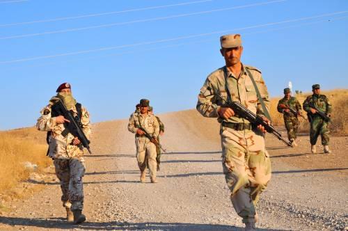 Così i parà addestrano i curdi a Erbil 20