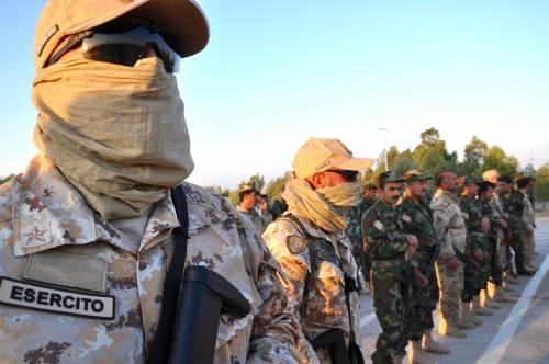 Così i parà addestrano i curdi a Erbil 19
