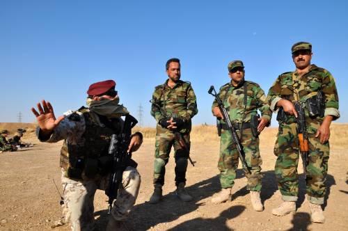Così i parà addestrano i curdi a Erbil 18