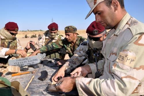 Così i parà addestrano i curdi a Erbil 14