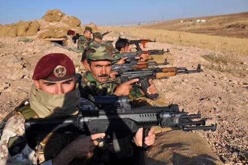 Così i parà addestrano i curdi a Erbil 22