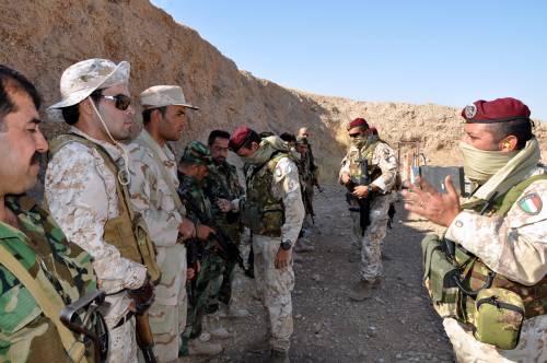 Così i parà addestrano i curdi a Erbil 23