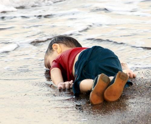 """Zia dei bimbi morti in mare: """"Padre di Aylan era ubriaco ed ha provocato l'incidente"""""""