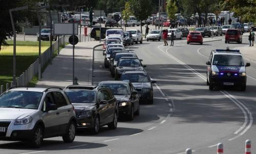Il convoglio d'auto diretto in Ungheria 3