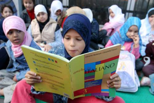 """Islam, la Lega al governo: """"All'uscita delle scuola mamme siano senza velo"""""""