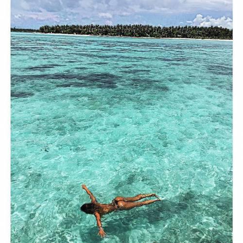Sarah Nile: foto hot in spiaggia 4