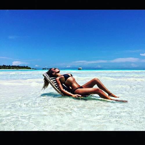 Sarah Nile: foto hot in spiaggia 2