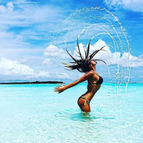 Sarah Nile: foto hot in spiaggia 5