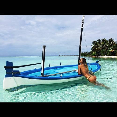 Sarah Nile: foto hot in spiaggia 3