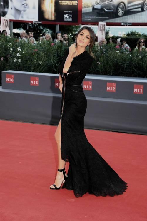 Cristina Buccino, sexy zip alla Mostra del Cinema di Venezia 2