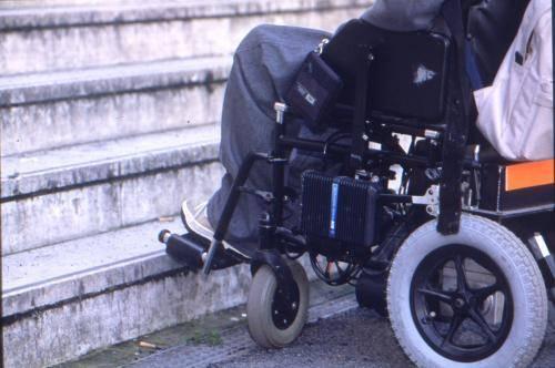 Bari molestie a una disabile in carcere 31enne for Regolarizzare badante senza permesso di soggiorno
