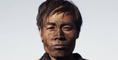 """Tra miniere e polvere, """"Behemoth"""" racconta il nuovo maoismo cinese"""