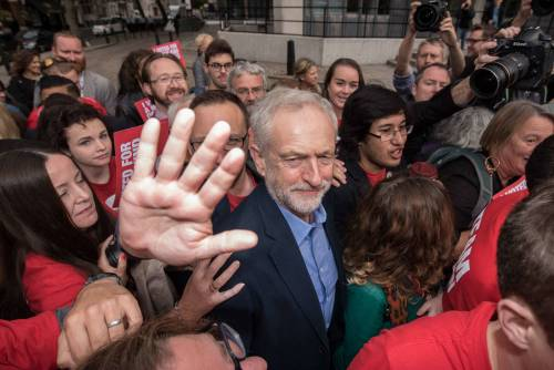 Gb, Corbyn è il nuovo leader dei laburisti