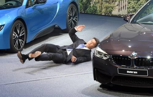 Malore per il presidente BMW sul palco del Salone di Francoforte