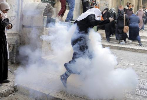 Fumogeni nella città vecchia di Gerusalemme