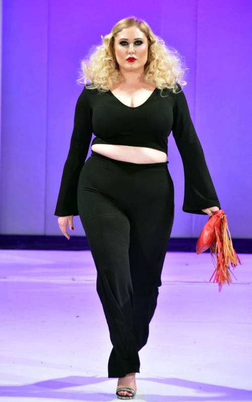 Hayley Hasselhof: la modella curvy più richiesta 8