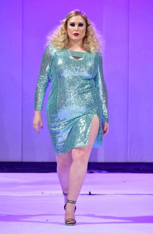 Hayley Hasselhof: la modella curvy più richiesta 11