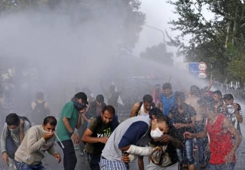 Scontri con i migranti al confine ungherese 2