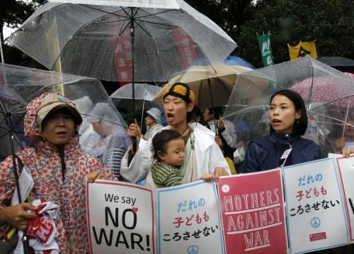 Il Giappone scende in piazza contro il riarmo 2
