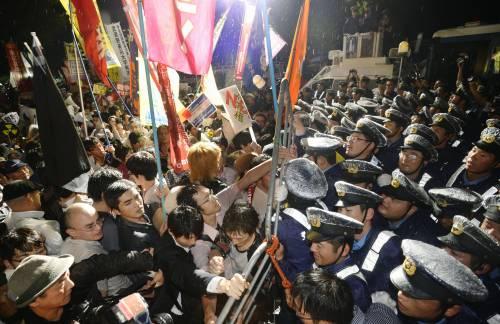 Il Giappone scende in piazza contro il riarmo 4