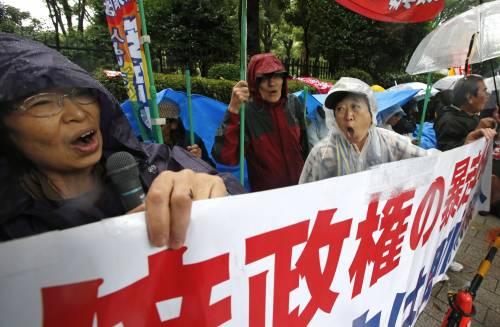 Il Giappone scende in piazza contro il riarmo 6