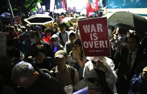 Il Giappone scende in piazza contro il riarmo 10