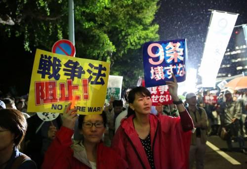 Il Giappone scende in piazza contro il riarmo 9