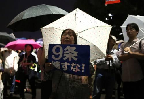 Il Giappone scende in piazza contro il riarmo 8