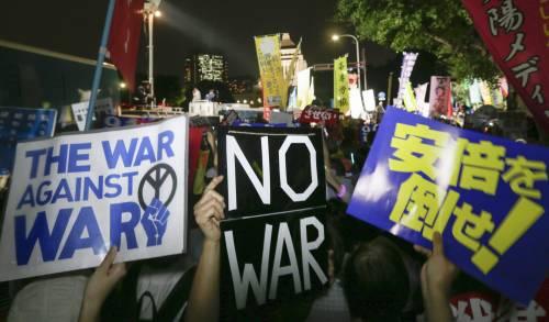 Il Giappone scende in piazza contro il riarmo 14