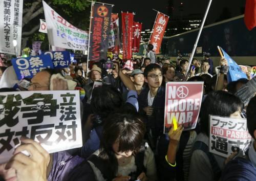 Il Giappone scende in piazza contro il riarmo 13
