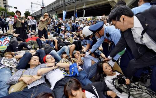 Il Giappone scende in piazza contro il riarmo 12