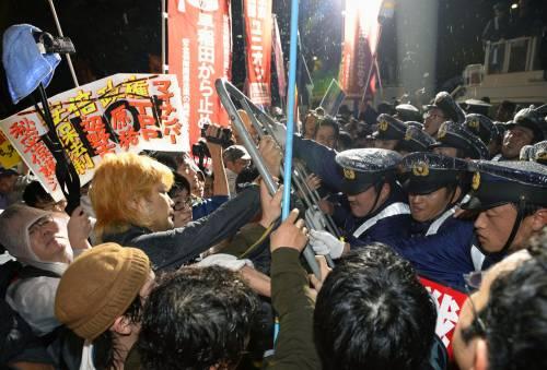 Il Giappone scende in piazza contro il riarmo 11