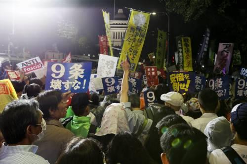 Il Giappone scende in piazza contro il riarmo 16