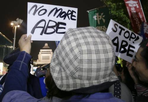 Il Giappone scende in piazza contro il riarmo 17
