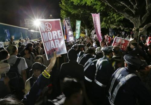 Il Giappone scende in piazza contro il riarmo 18
