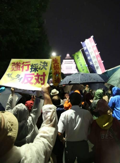 Il Giappone scende in piazza contro il riarmo 21