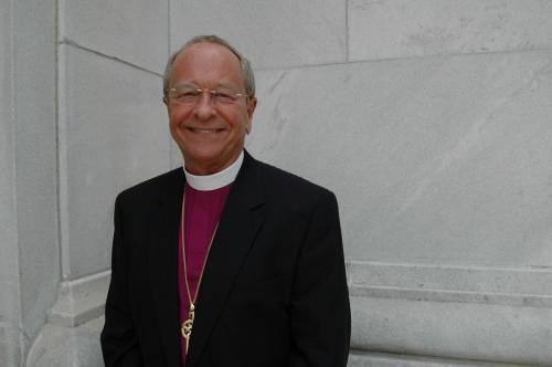 """Il vescovo gay scrive al Papa: """"Verrò a trovarla"""""""