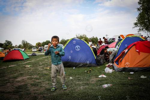 Immigrazione, i bimbi in marcia lungo la rotta balcanica 4