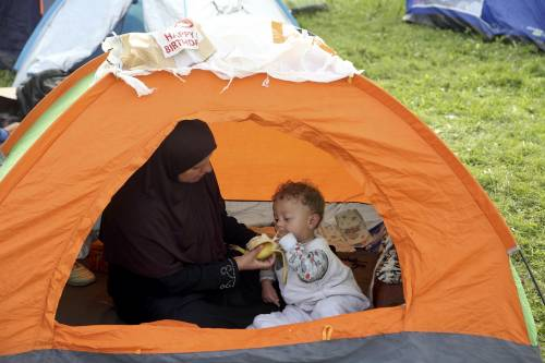 Immigrazione, i bimbi in marcia lungo la rotta balcanica 6