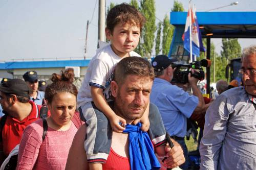 Immigrazione, i bimbi in marcia lungo la rotta balcanica 13