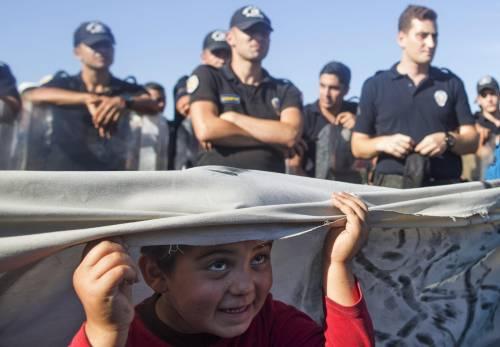 Immigrazione, i bimbi in marcia lungo la rotta balcanica 12