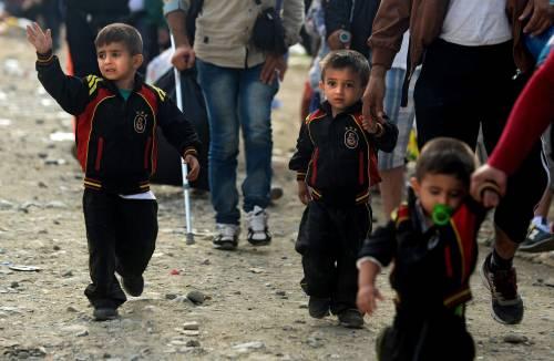 Immigrazione, i bimbi in marcia lungo la rotta balcanica 15