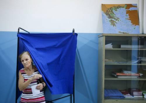 Anziani e bambini alle urne per un nuovo governo