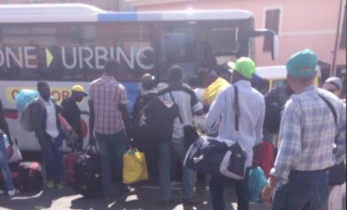 Venditori abusivi assaltano bus: il racconto choc dell'autista