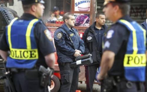 """Allarme negli Usa: """"Rischio terroristi travestiti da poliziotti durante visita del Papa"""""""