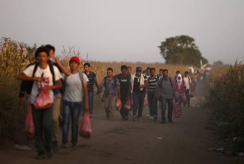 """Parroco anti-migranti: """"Invasione legalizzata, fa mangiare i buonisti"""""""