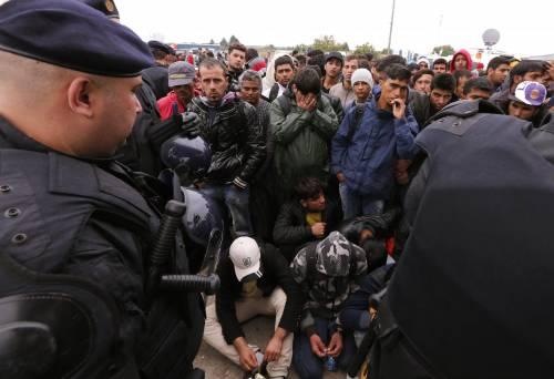 Migranti, l'Ue approva il piano. Ma il blocco dell'Est vota contro