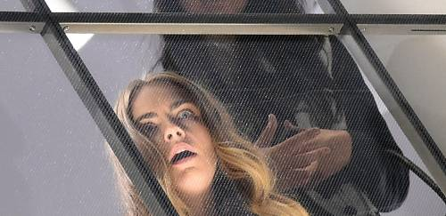 Cara Delevingne e Kate Moss a Milano, folla in delirio 3