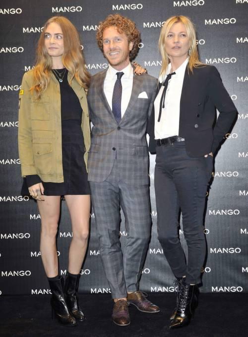 Cara Delevingne e Kate Moss a Milano, folla in delirio 8