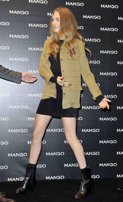 Cara Delevingne e Kate Moss a Milano, folla in delirio 7